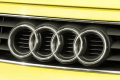 Ciérrese para arriba del logotipo de Audi a3 en el frente del coche Fotos de archivo libres de regalías