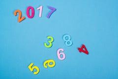 Ciérrese para arriba del número colorido 2017 contra fondo de madera Foco selectivo Imagen de archivo libre de regalías