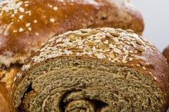 Ciérrese para arriba del pan fresco del trigo integral Foto de archivo