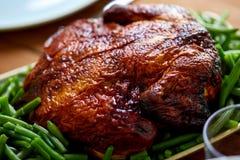 Ciérrese para arriba del pollo asado con las habas verdes Foto de archivo libre de regalías