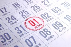 Ciérrese para arriba del primer día del año 2018 en calendario del diario Fotografía de archivo