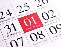 Ciérrese para arriba del primer día del año 2018 en calendario del diario Imágenes de archivo libres de regalías