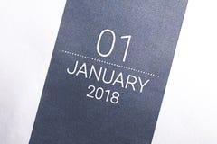 Ciérrese para arriba del primer día del año 2018 en calendario del diario Imagen de archivo