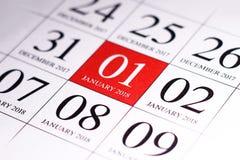 Ciérrese para arriba del primer día del año 2018 en calendario del diario Foto de archivo libre de regalías