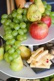 Ciérrese para arriba del queso y de las frutas Foto de archivo libre de regalías