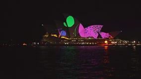 Ciérrese para arriba del teatro de la ópera de Sydney se encendió para arriba durante el festival vivo 2015 metrajes