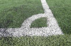 Ciérrese para arriba en campo de fútbol con la hierba artificial Foto de archivo libre de regalías