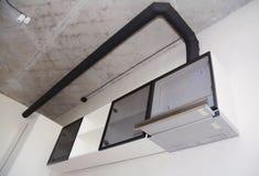 Ciérrese para arriba en fan de la cocina del ventilador del aire o la capilla moderna de la gama Capilla de la chimenea del acero Fotografía de archivo