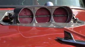 Ciérrese para arriba en un compresor del coche de carreras almacen de metraje de vídeo