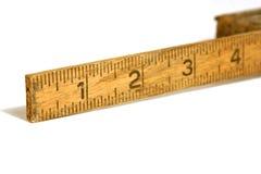 Ciérrese para arriba en una cinta/una regla de medición viejas Foto de archivo