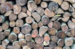 Ciérrese para arriba en una pila grande de la madera, acción para el fuego del invierno. Imágenes de archivo libres de regalías