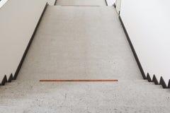 Ciérrese para arriba, manera abajo del terrazo de las escaleras, piso de mármol Foto de archivo libre de regalías