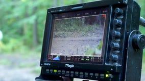 Ciérrese para arriba supervisan con la cámara en la grabación o la película del tiroteo de la opinión del panorama Supervise la v almacen de metraje de vídeo