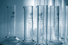 Ciência - cilinders graduados 1. imagens de stock