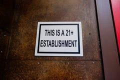 Ciò è un'istituzione 21+ Fotografie Stock Libere da Diritti