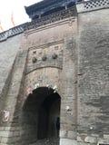 Ciò è un portone della città antica immagine stock