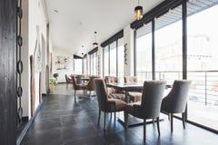Ciò è un posto speciale per intrattenere, bello ristorante europeo nuovissimo dentro in città immagine stock libera da diritti