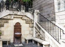 Ciò è una fontana nel parco immagini stock