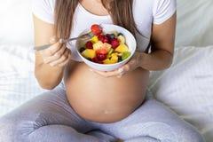 Ciążowy i zdrowy łasowania pojęcie obraz stock
