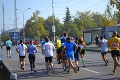 Ciągnięcie wózka inwalidzkiego marathoners Sofia Bułgaria Obrazy Stock