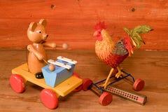 Ciągnienie zabawki i harmonijki usta organ Rocznik zabawka Retro zabawki dla chłopiec i dziewczyn Obrazy Stock