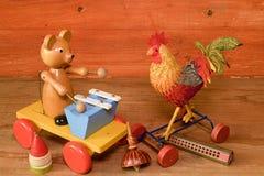 Ciągnienie zabawki i harmonijki usta organ Rocznik zabawka Retro zabawki dla chłopiec i dziewczyn Zdjęcie Royalty Free