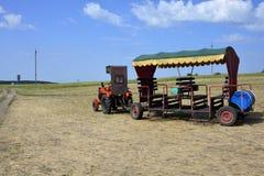 Ciągnikowy furgon dla turystów zdjęcie royalty free