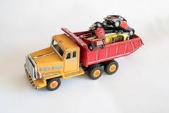 Ciężarówka ładująca z małymi samochodami zdjęcie stock