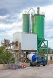 Ciężarówka ładuje na cementowej fabryce zdjęcia stock