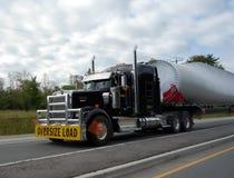 Ciężarówka żegluje chytrą część autostrada blisko stratford Ontario Zdjęcia Stock