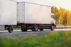 Ciężarówka iść na autostradzie fotografia royalty free