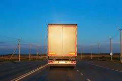 Ciężarówka iść na autostradzie Zdjęcie Royalty Free