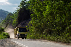 Ciężarówka na śmiertelnej drodze fotografia stock