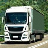 Ciężarówka na drodze przy Visp Szwajcaria Obrazy Royalty Free