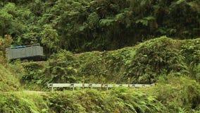 Ciężarówka Na Wąskiej Niebezpiecznej Halnej drodze, Boliwia zbiory