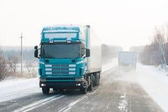 Ciężarówka na zimy drodze Zdjęcia Royalty Free
