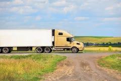 Ciężarówka odtransportowywa zafrachtowania zdjęcie stock