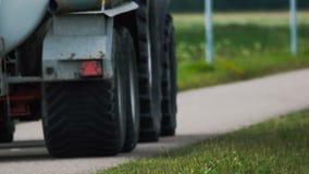 Ciężarówka poruszająca na drodze zbiory wideo