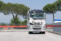 Ciężarówka rozbijająca przednia szyba Łamana ciężarówka Camion po wypadku obraz royalty free