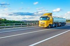 Ciężarówka w ruchu obrazy stock