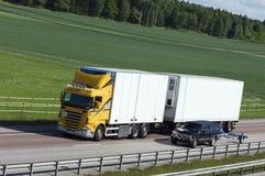 ciężarówki bieli wsi żółty Obrazy Stock