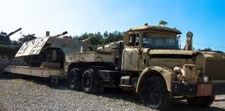 Ciężarówki i przyczepy kontrahent z Sherman łuską Fotografia Royalty Free