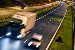Ciężarówki na cztery pasów ruchu dostępu autostradzie w Polska Obrazy Stock