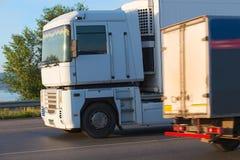 Ciężarówki odtransportowywa zafrachtowania zdjęcia stock