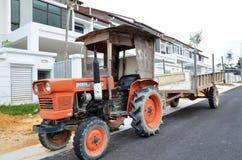Ciężarówki parki przed budowa tarasu domem w Johor niedawno, Fotografia Stock
