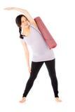 Ciężarna azjatykcia kobieta odizolowywająca na białym rozciąganiu Fotografia Stock