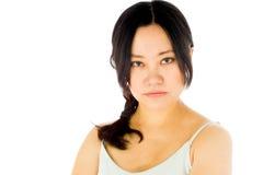 Ciężarna azjatykcia kobieta odizolowywająca na bielu spęczeniu Obraz Stock