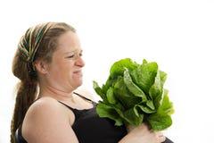 Ciężarna dziewczyna no lubi zdrowej karmowej sałaty odizolowywa Fotografia Stock