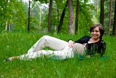 ciężarna uśmiechnięta kobieta Zdjęcie Royalty Free