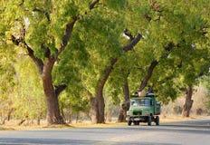 Ciężarowy bieg na wiejskiej drodze w Bagan, Myanmar Fotografia Stock